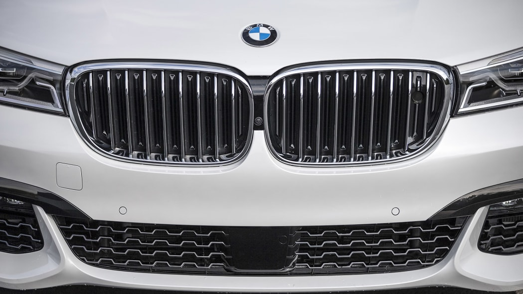 2016 BMW 7 Series grille