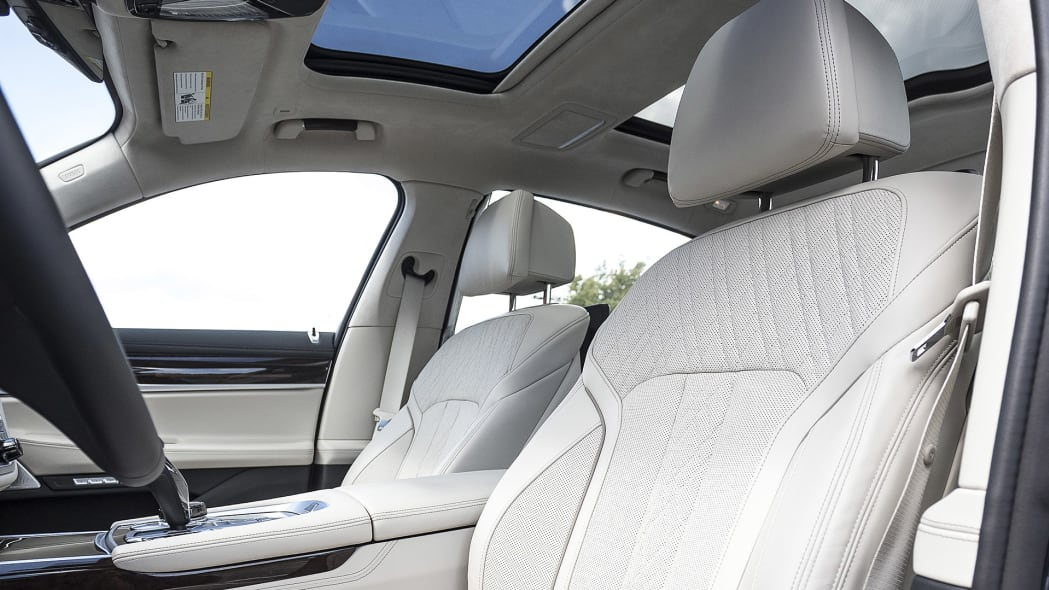 2016 BMW 7 Series front seats