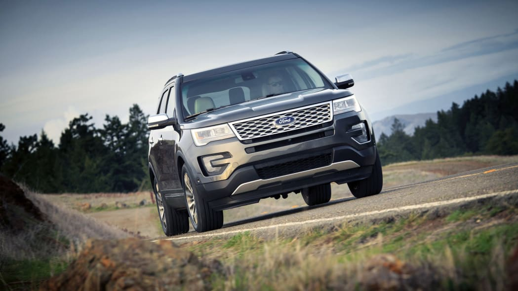 Ford shows off 2016 Explorer in Platinum trim, with Sony premium audio, front three-quarter view.