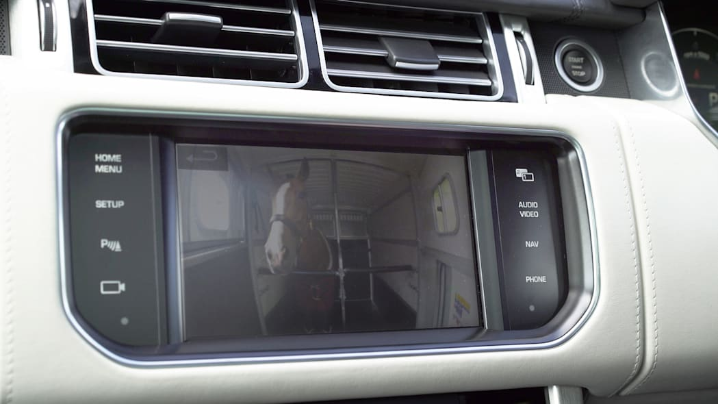 Land Rover Range Rover trailer monitor