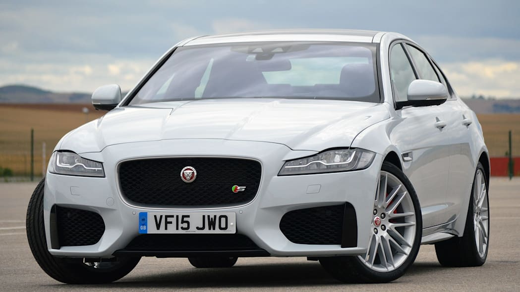 2016 Jaguar XF front 3/4 view