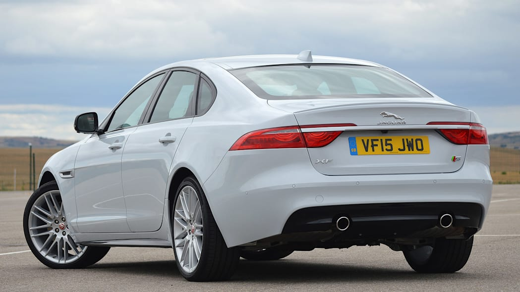 2016 Jaguar XF rear 3/4 view