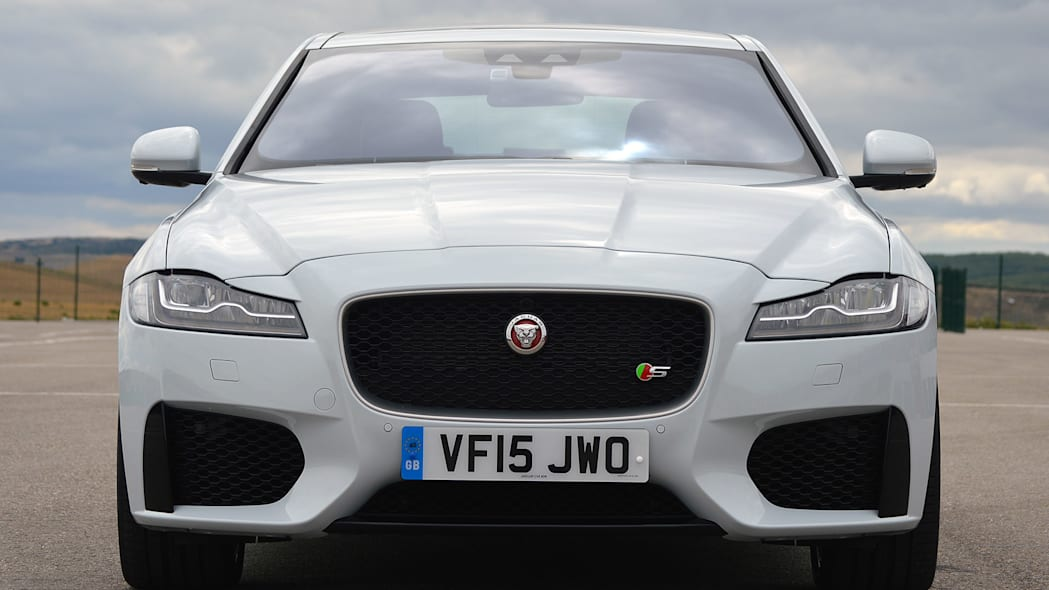 2016 Jaguar XF front view