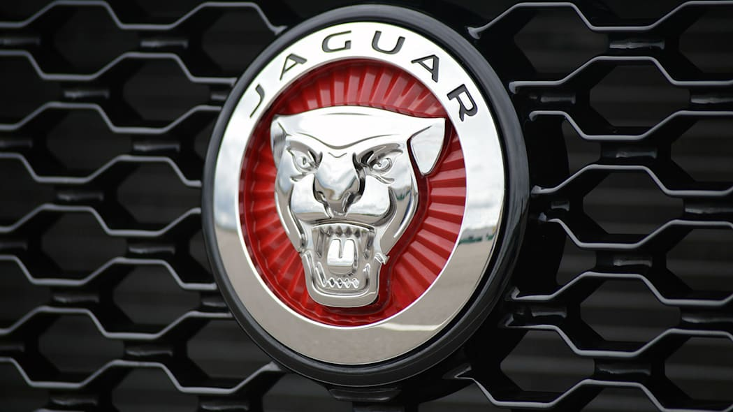2016 Jaguar XF badge