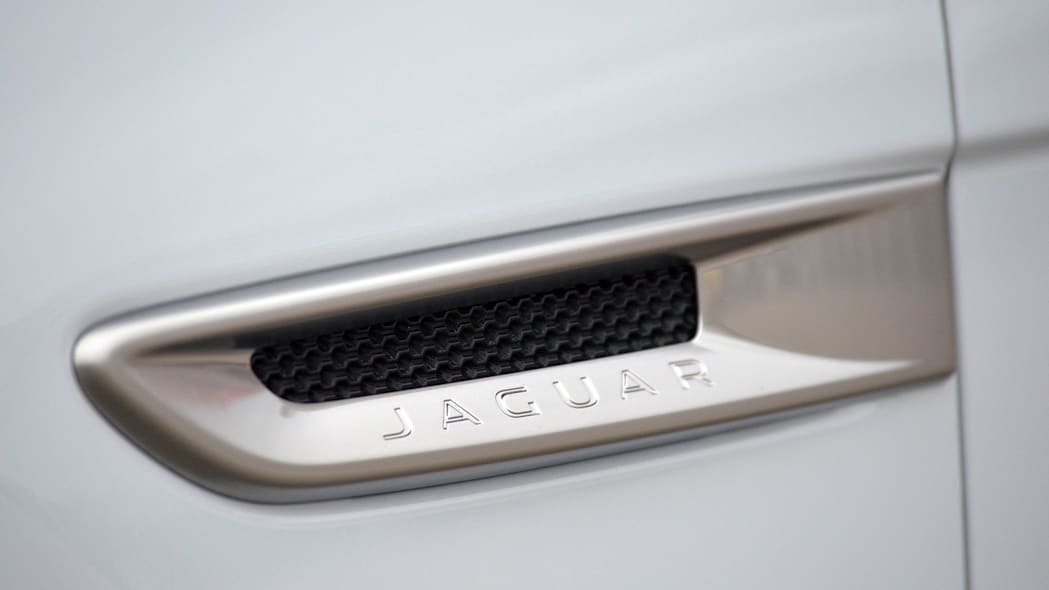 2016 Jaguar XF side vent