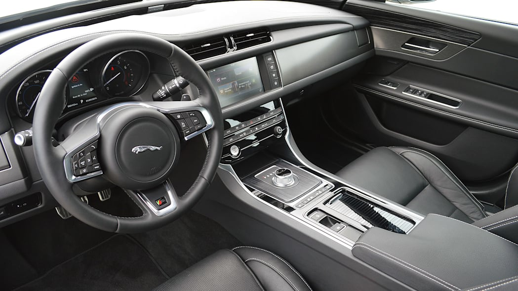 2016 Jaguar XF interior