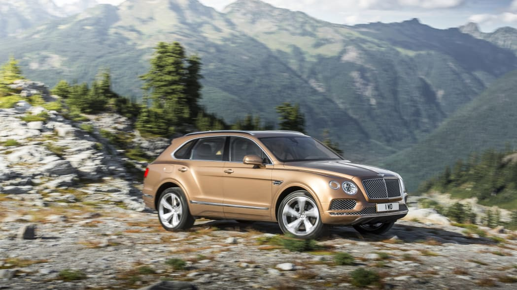 Bentley Bentayga off-road front 3/4