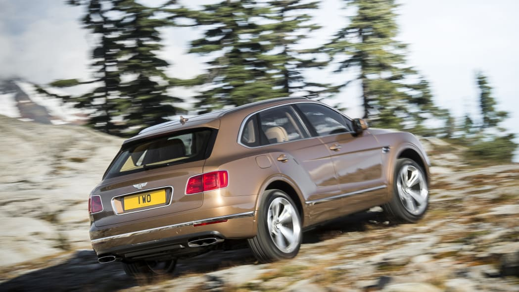 Bentley Bentayga off-road rear 3/4