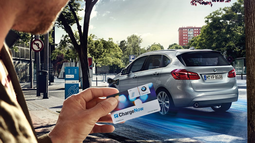 bmw 225xe charge now