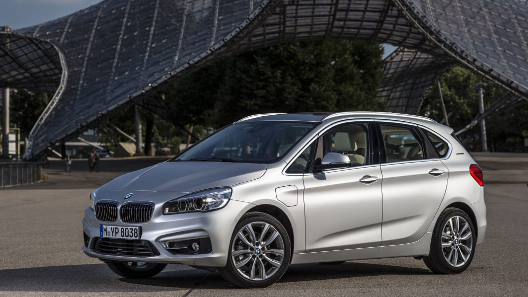 bmw 225xe front three quarters