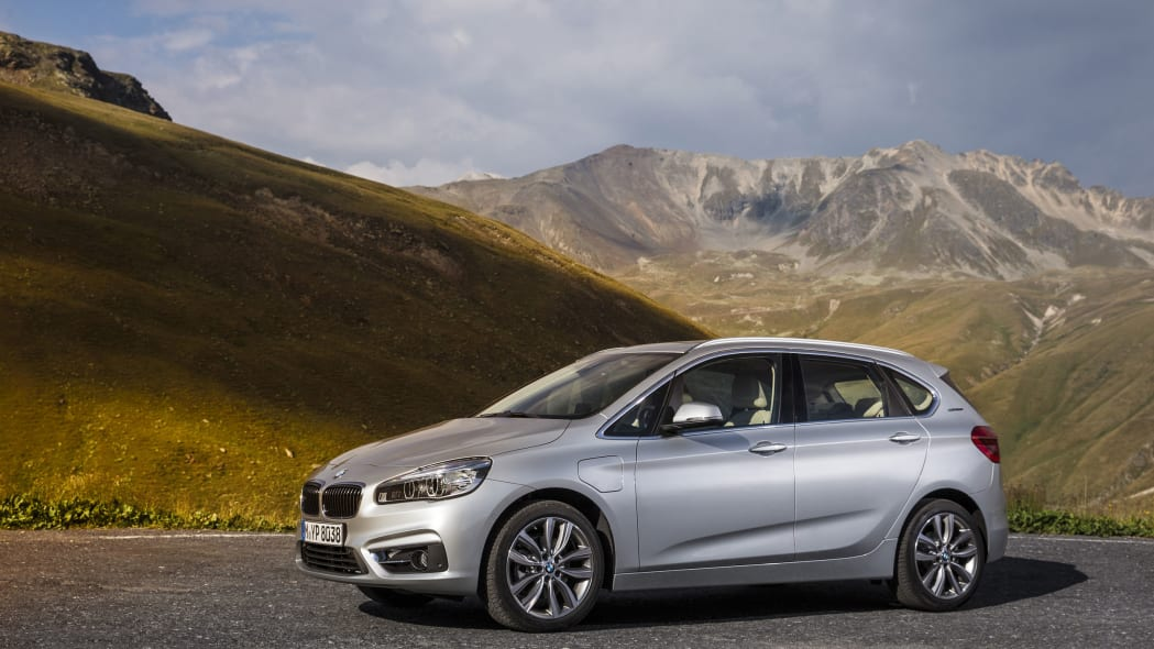 bmw 225xe front side