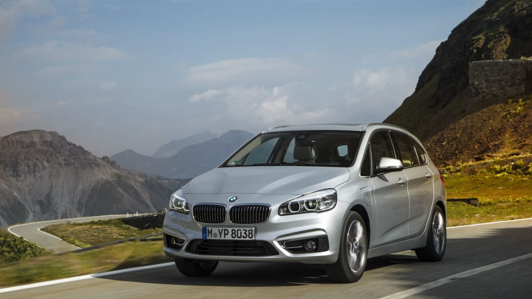 bmw 225xe driving