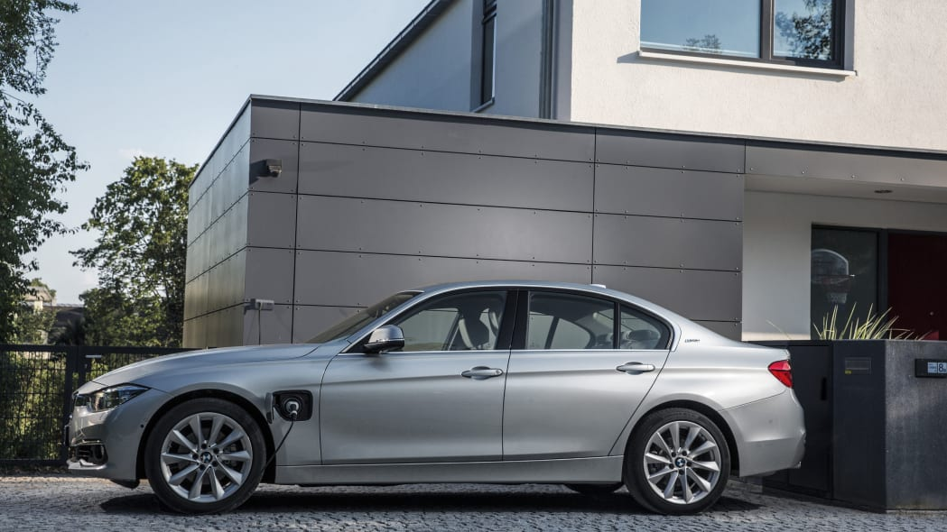 bmw 330e charging at home