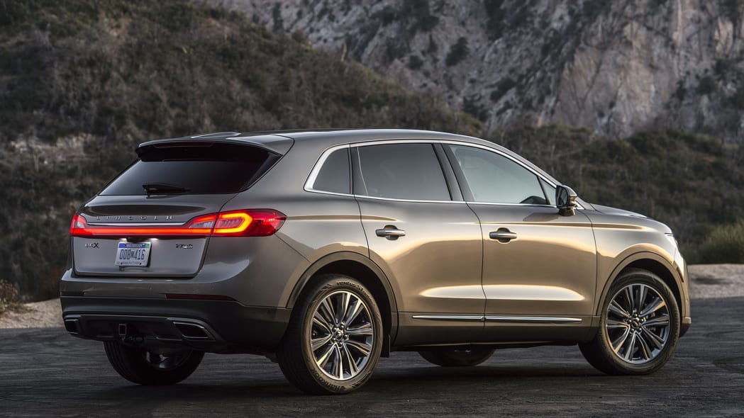 2016 Lincoln MKX rear 3/4 view