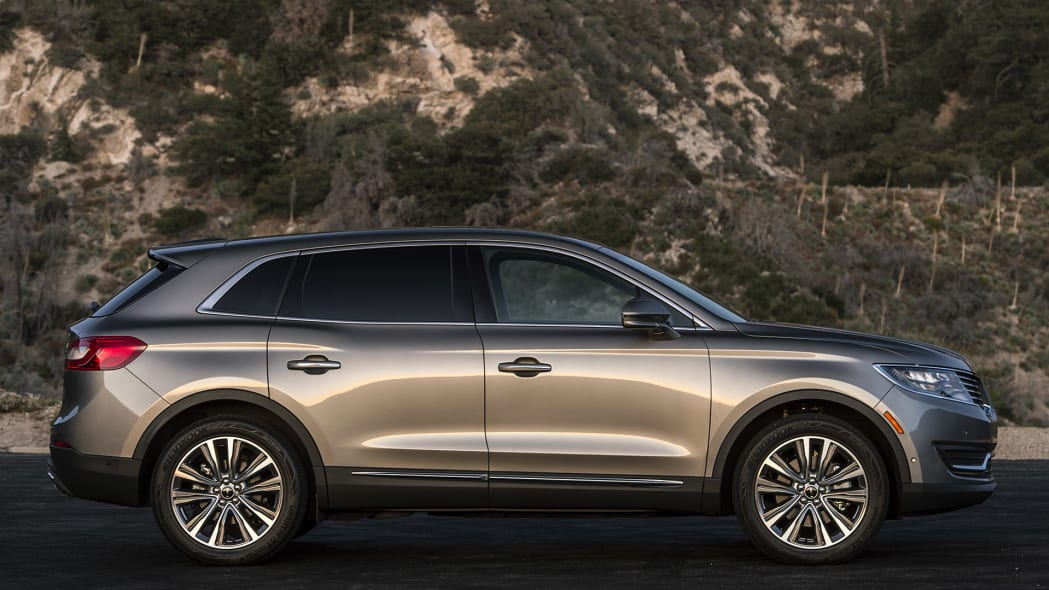 2016 Lincoln MKX side view