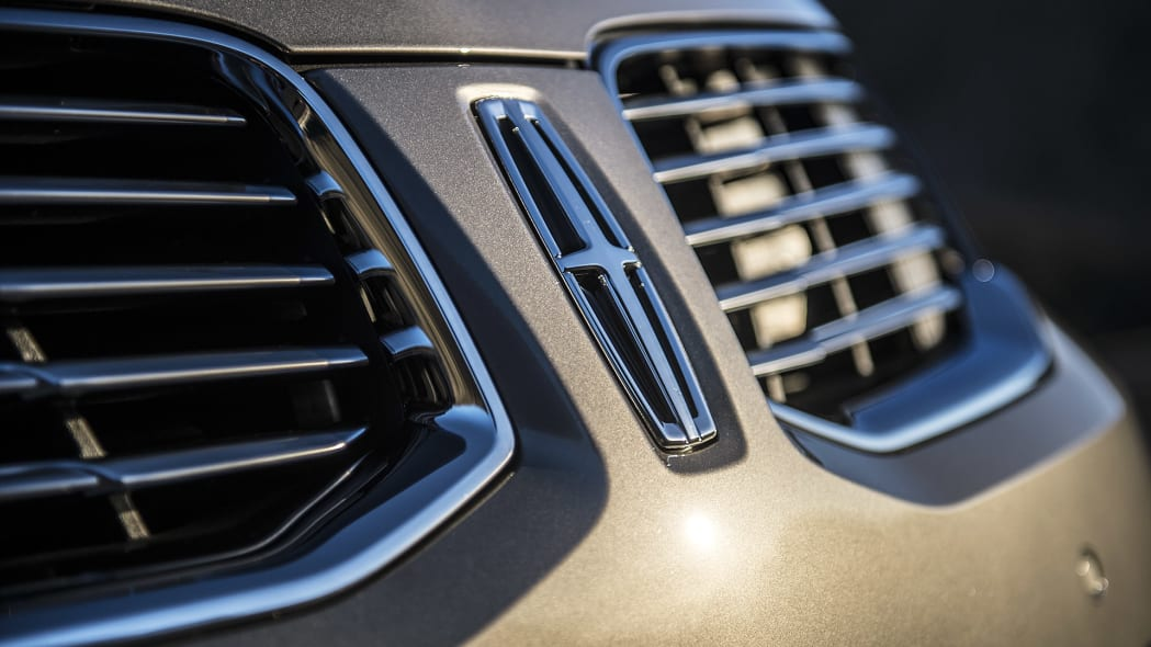 2016 Lincoln MKX badge