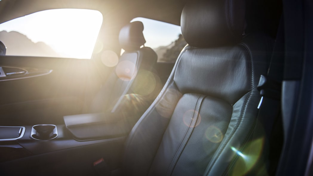 2016 Lincoln MKX front seats
