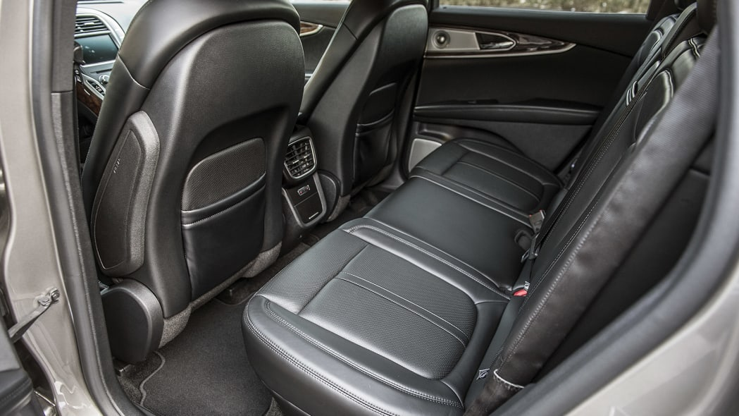 2016 Lincoln MKX rear seats