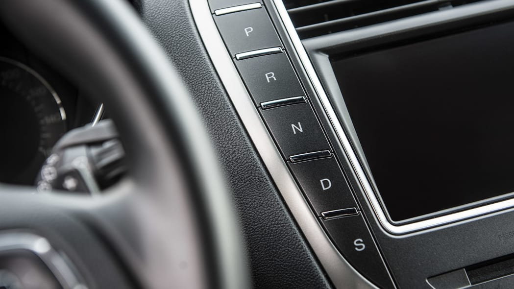 2016 Lincoln MKX transmission controls