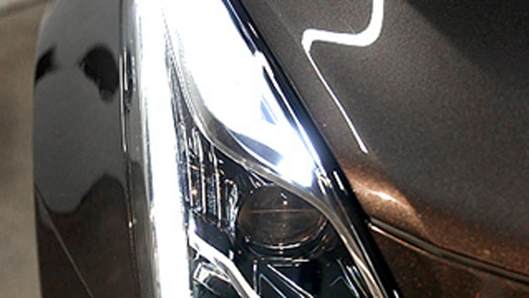 Cadillac XT5 preview headlight