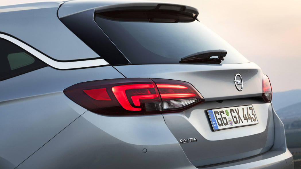 2016 Opel Astra Sports Tourer tailgate