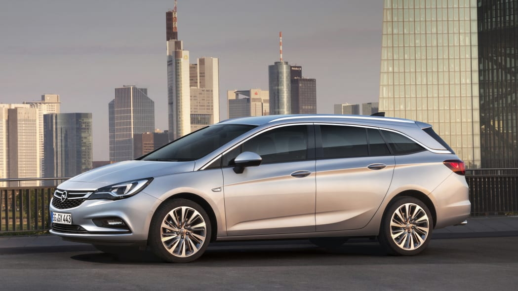 2016 Opel Astra Sports Tourer wagon front 3/4 static