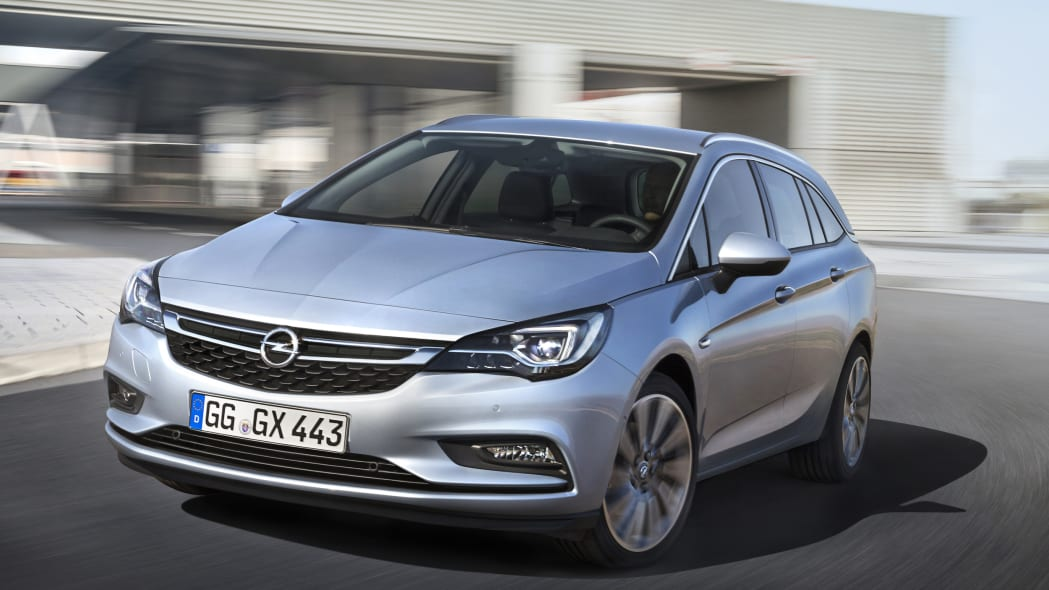 2016 Opel Astra Sports Tourer front 3/4 moving city