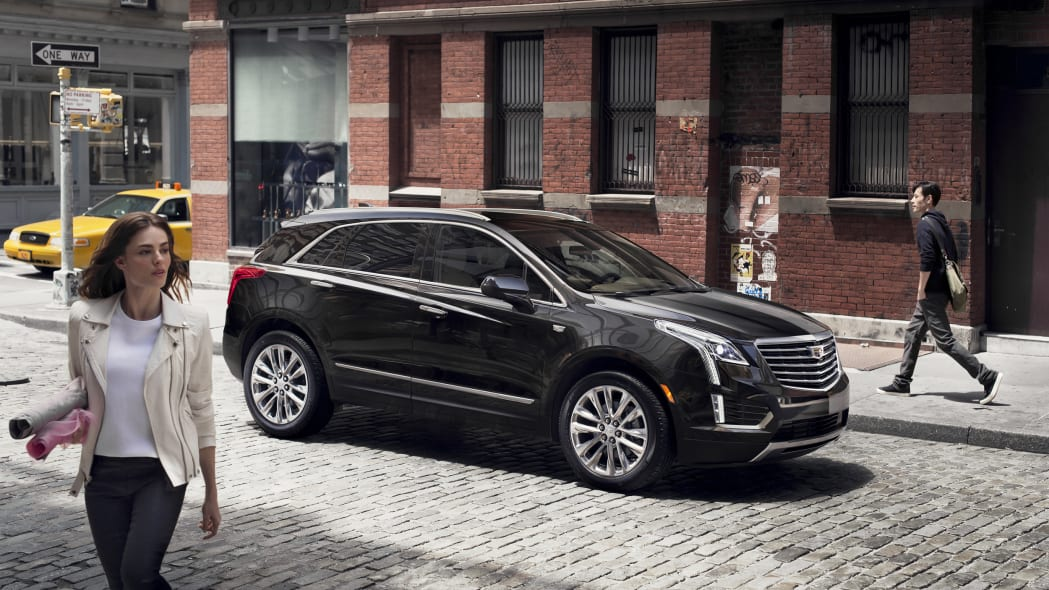 Cadillac XT5 front 3/4 view