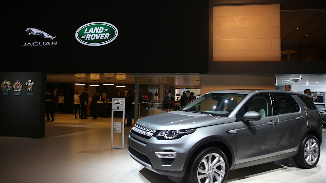 2015 Land Rover Discovery Sport in grey