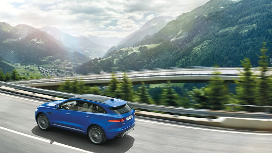 f-pace profile mountain road jaguar frankfurt