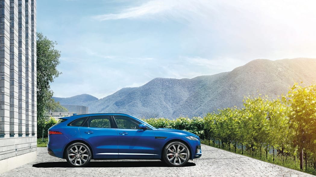 profile f-pace jaguar mountains side cuv