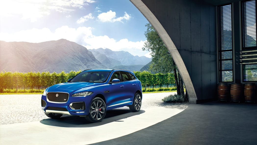 f-pace front mountains sun jaguar frankfurt