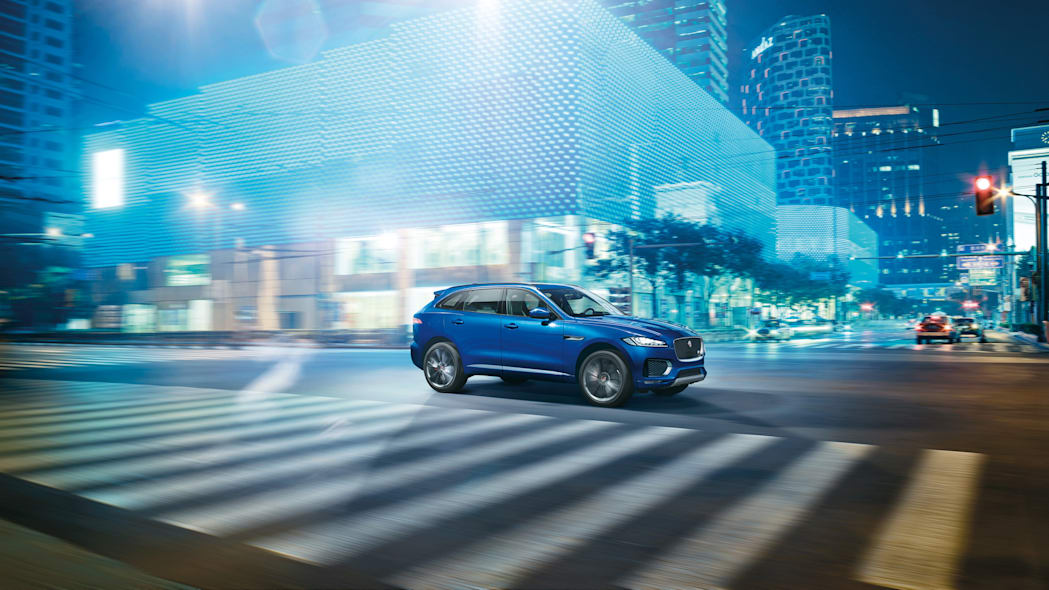 crossover jaguar city blue light f-pace