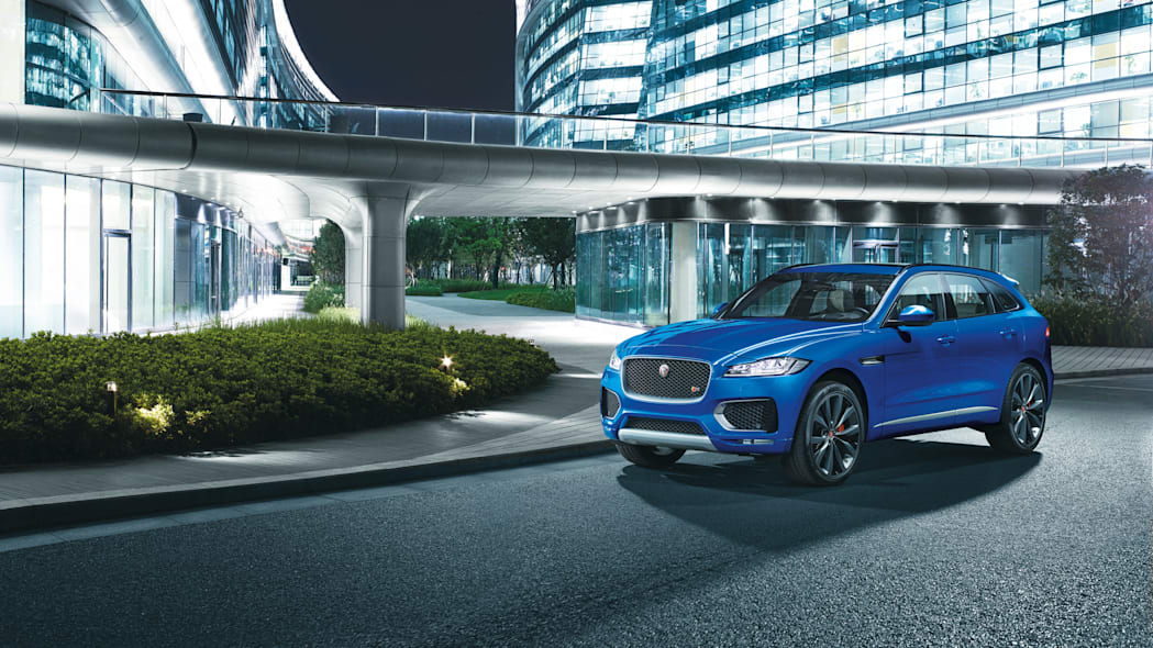 f-pace city jaguar bridge parked cuv frankfurt