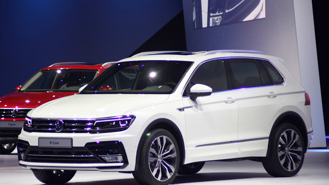 The 2016 Volkswagen Tiguan R-Line, unveiled at Volkswagen's Group Night ahead of the 2015 Frankfurt Motor Show, front three-quarter view.