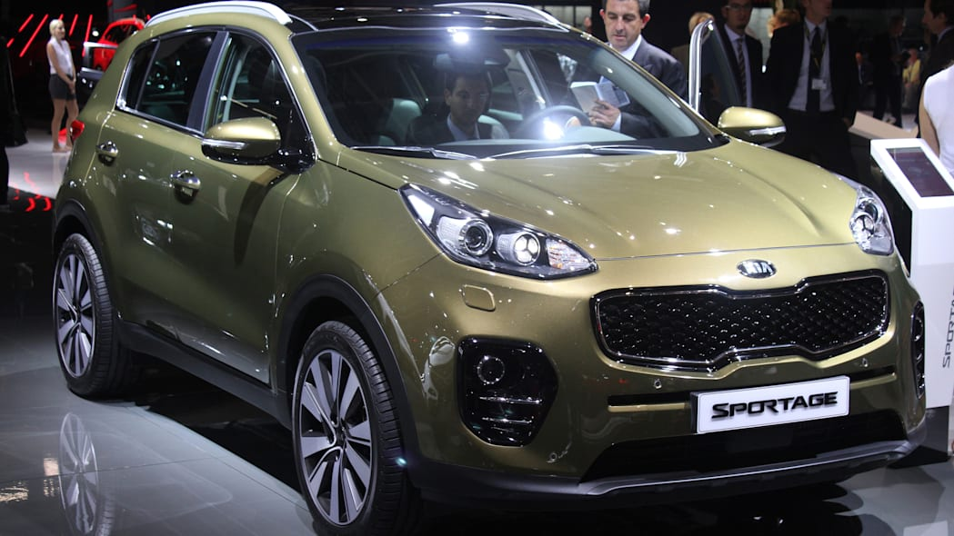 The 2016 Kia Sportage, revealed at the 2015 Frankfurt Motor Show, front three-quarter view.