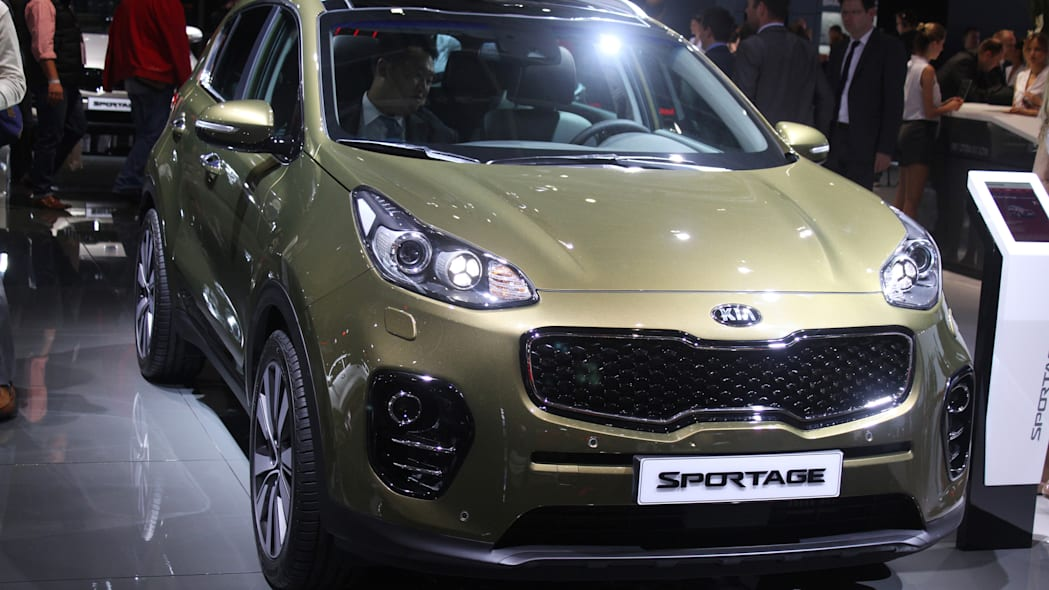 The 2016 Kia Sportage, revealed at the 2015 Frankfurt Motor Show, close front three-quarter view.