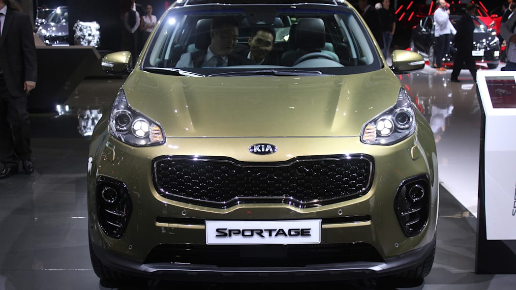 The 2016 Kia Sportage, revealed at the 2015 Frankfurt Motor Show, front view.