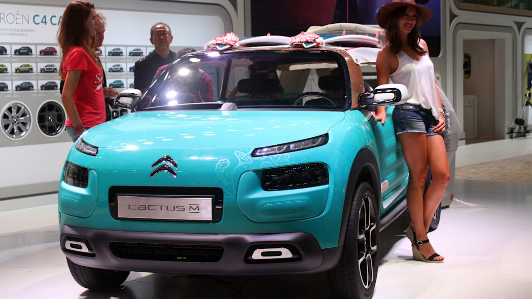 The Citroen Cactus M Concept at the 2015 Frankfurt Motor Show, front three-quarter view.