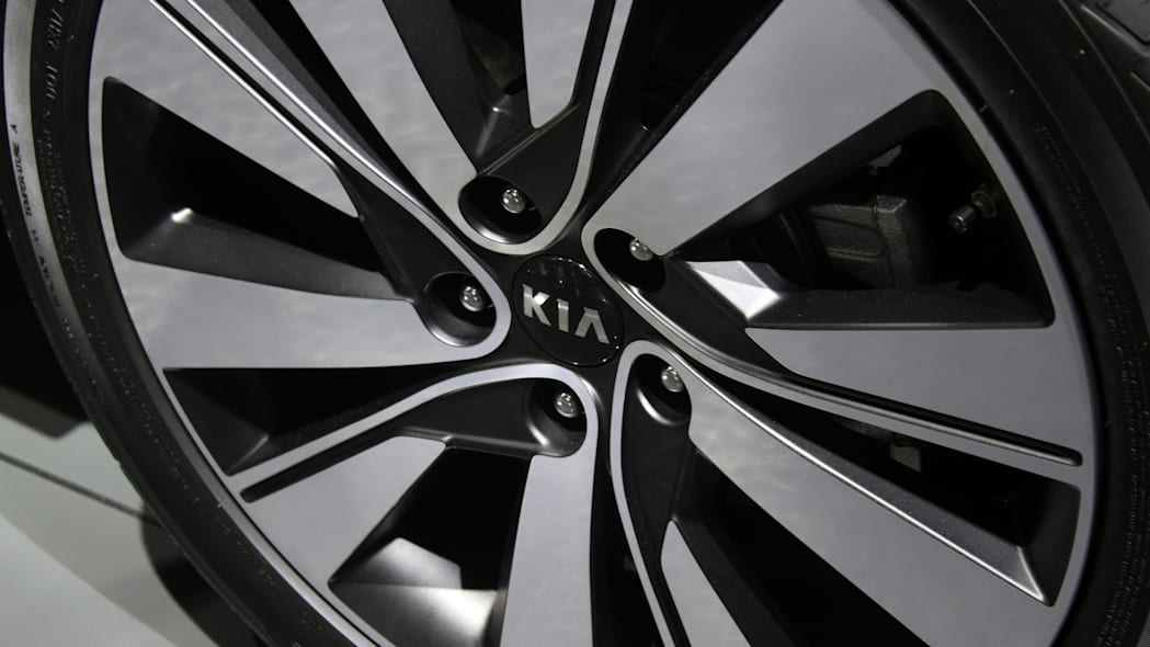 The 2016 Kia Sportage, revealed at the 2015 Frankfurt Motor Show, wheel detail.