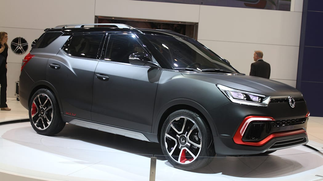 Sangyong XLV Air concept unveiled at the 2015 Frankfurt Motor Show, front three-quarter in matte black.
