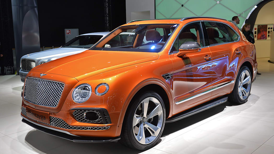 The Bentley Bentayga, unveiled at the 2015 Frankfurt Motor Show, front three-quarter.