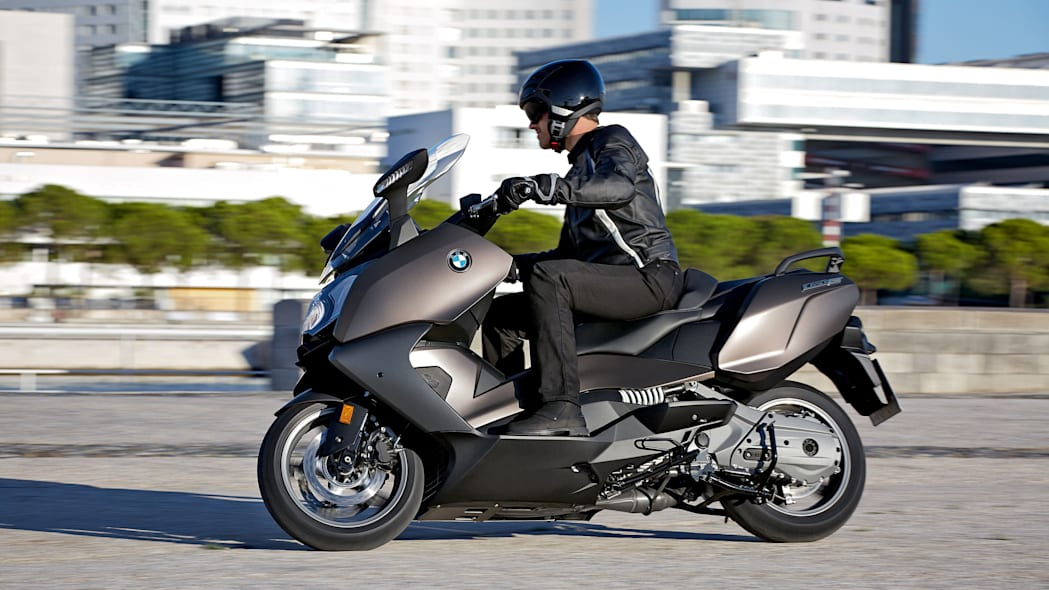 bmw c650 gt riding in the city