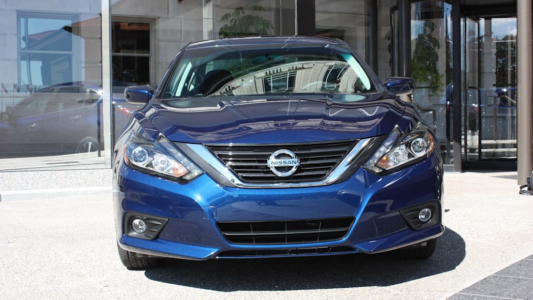 2016 nissan altima front
