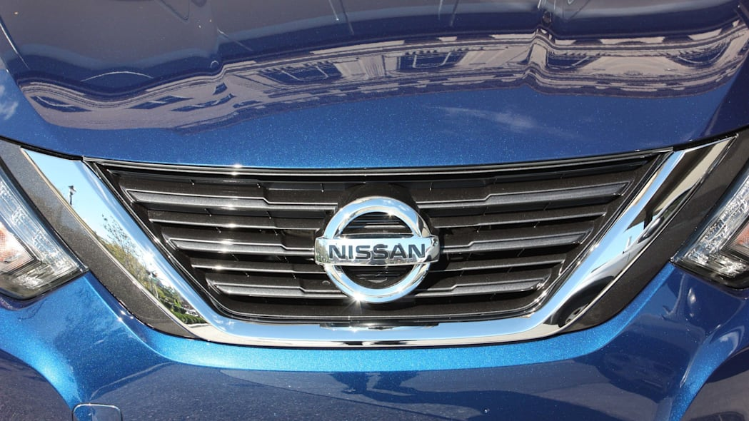 2016 nissan altima grille