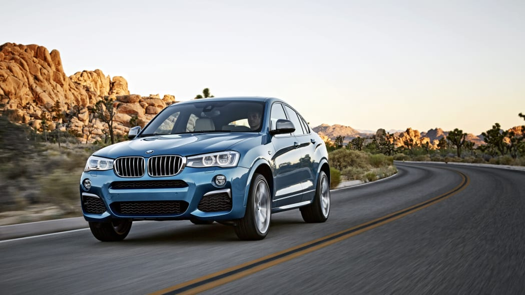 BMW X4 M40i front 3/4 rolling location
