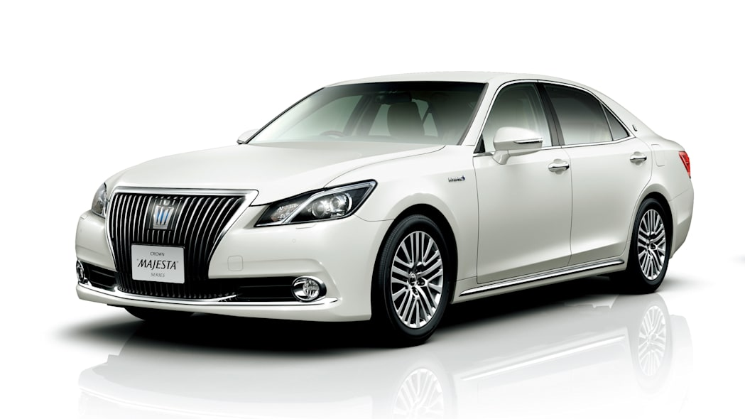 Toyota Crown Majesta front 3/4