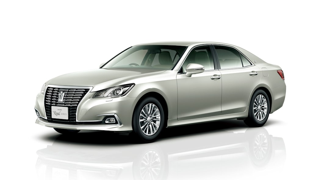 Toyota Crown Royal front 3/4