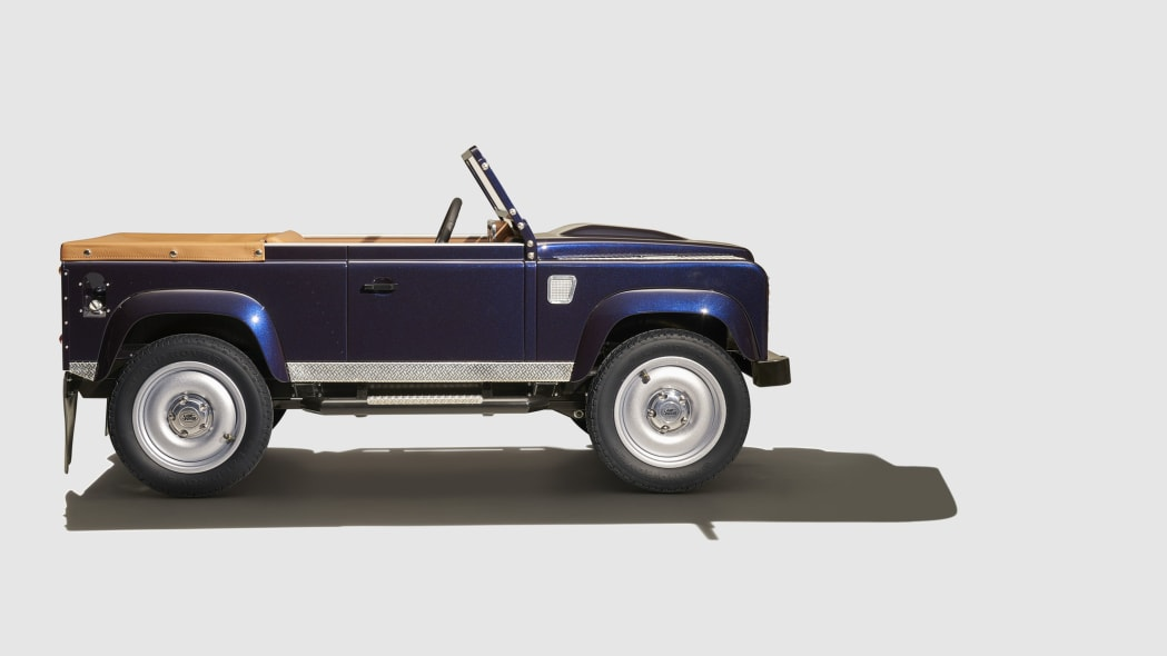 land rover defender pedal car profile