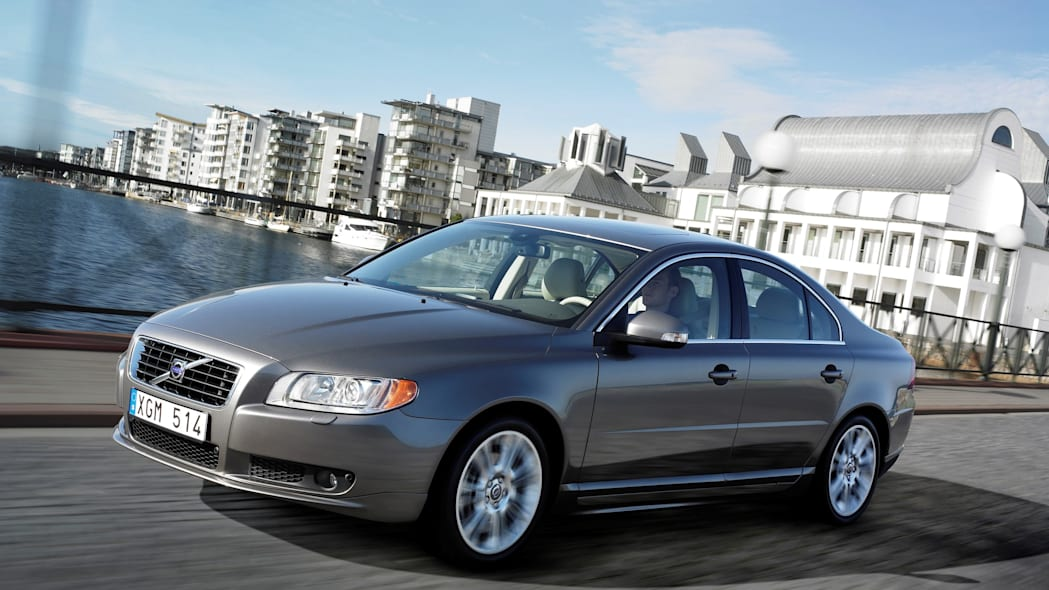 2007 volvo s80 silver front driving